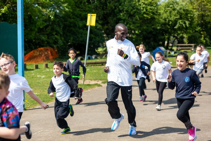 "Eliud Kipchoge läuft mit Kindern ""The Daily Mile"""